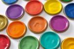 Innowacyjne metody zdobienia szkła i plastiku zniczowego