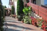 Prosperujący pensjonat w turystycznej miejscowości.