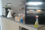Sprzedam kawiarnię. Prosto po remoncie. Wszystko świeże i nowe.